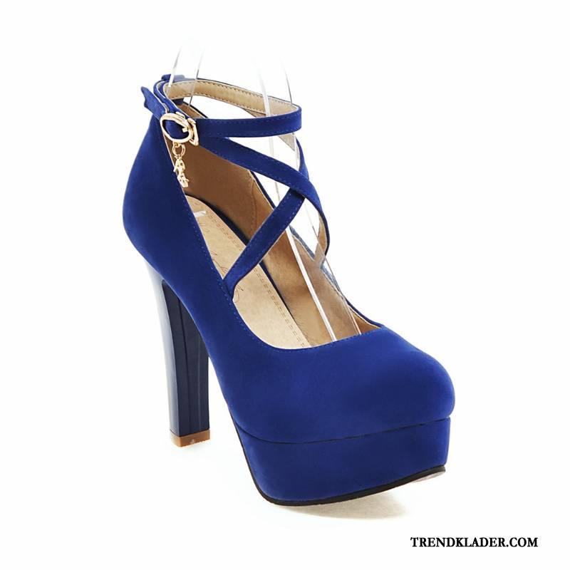 blå högklackade skor