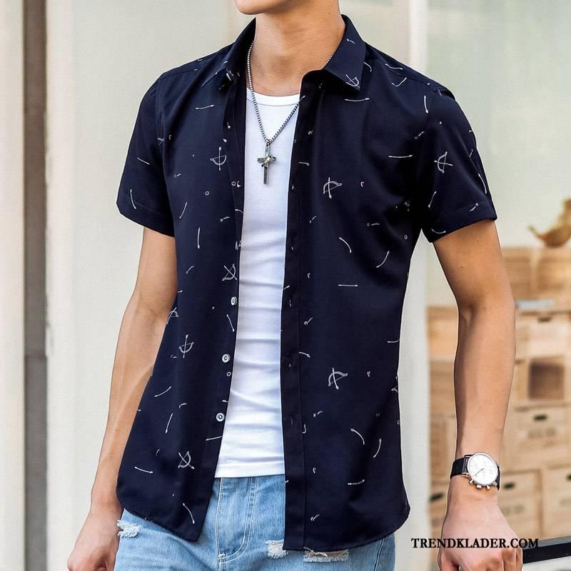 blå kortärmad skjorta